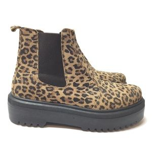 UO leopard print Chelsea boots pull on 10 NWT NEW